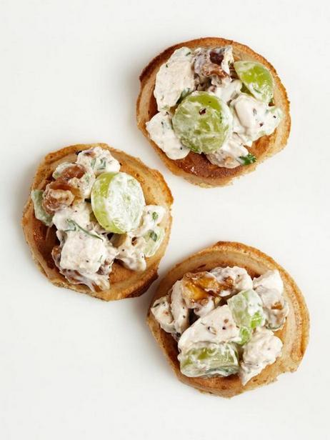 Вафли с куриным салатом