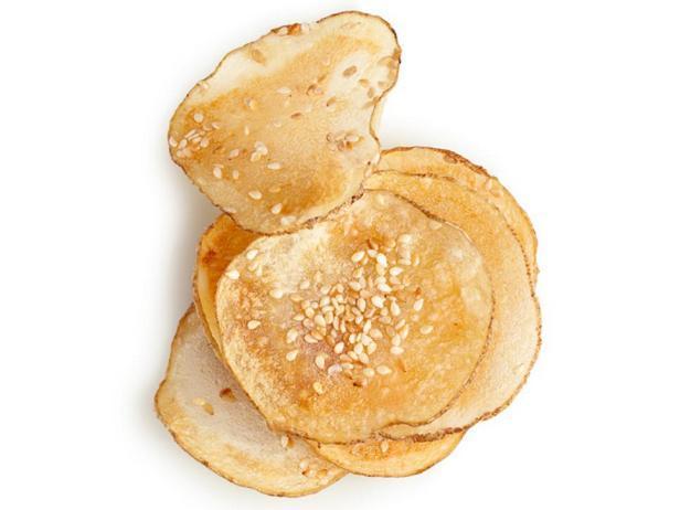 Картофельные чипсы с кунжутом