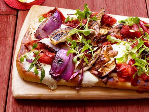 Фото Пицца с жареными на гриле топпингами