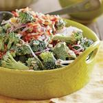 Лёгкий кремовый салат из брокколи