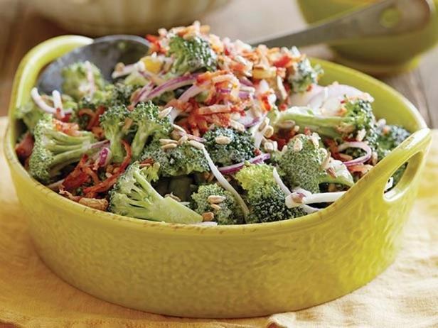 Фото Лёгкий кремовый салат из брокколи