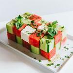 Салат из кубиков арбуза, огурца и феты