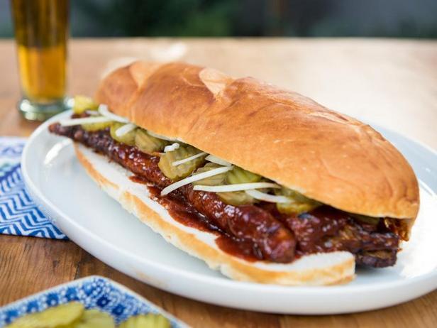 Фото Богатырский сэндвич со свиными рёбрышками