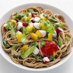 Лапша по-азиатски с летними овощами