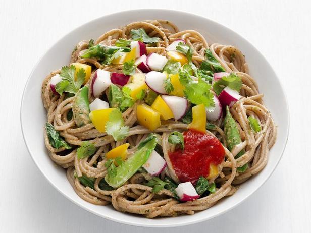 Фото Лапша по-азиатски с летними овощами