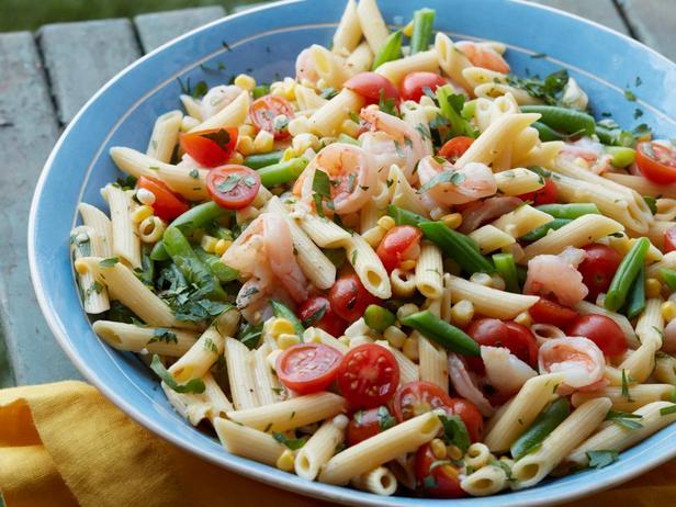 Макаронный салат с креветками скампи