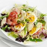 Салат из стручковой фасоли с яйцами и заправкой из козьего сыра