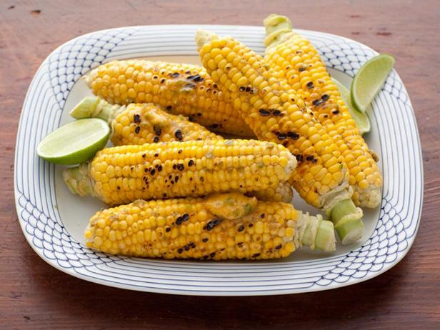 Кукуруза в початках с перцем халапеньо и лаймом