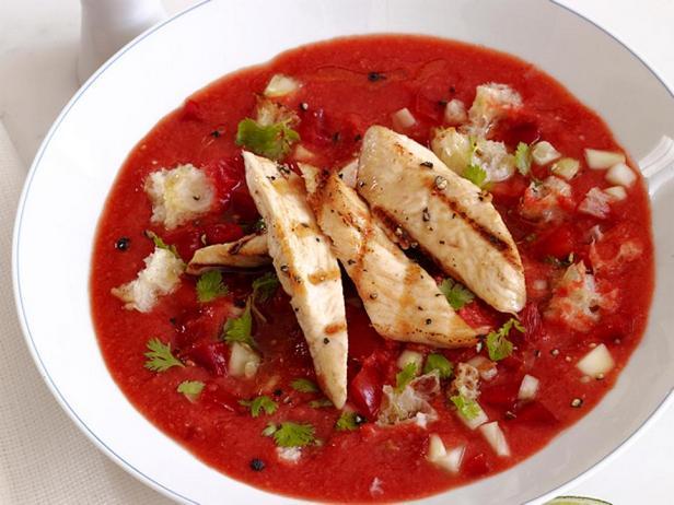 Суп гаспачо с жареной курицей в соке лайма