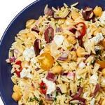 Средиземноморский салат с пастой орзо