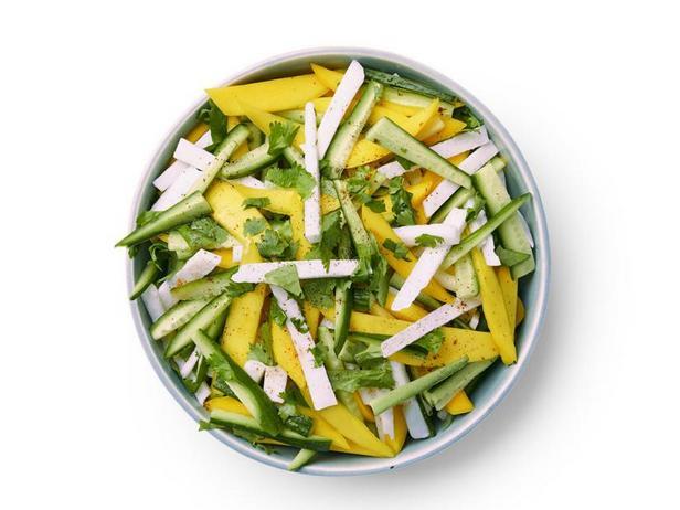 Фото Салат из манго и хрустящей хикамы