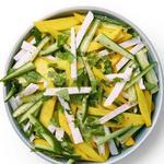 Салат из манго и хрустящей хикамы