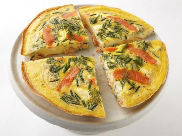 Фото Фриттата с крем-сыром и копчёным лососем