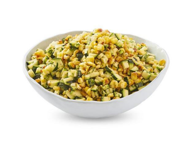 Фото Салат из жареной кукурузы, цуккини и халапеньо