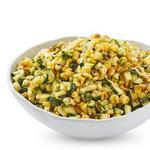 Салат из жареной кукурузы, цуккини и халапеньо