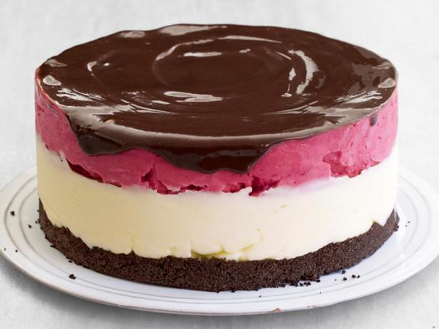Шоколадный торт с малиново-лимонным сорбетом