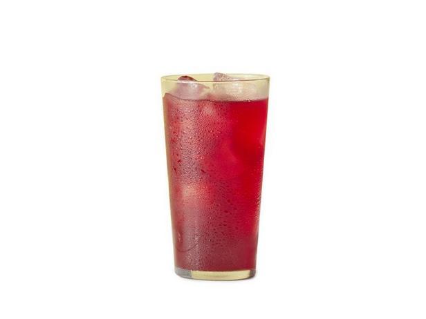 Фото Холодный чай каркаде с имбирём и ромом