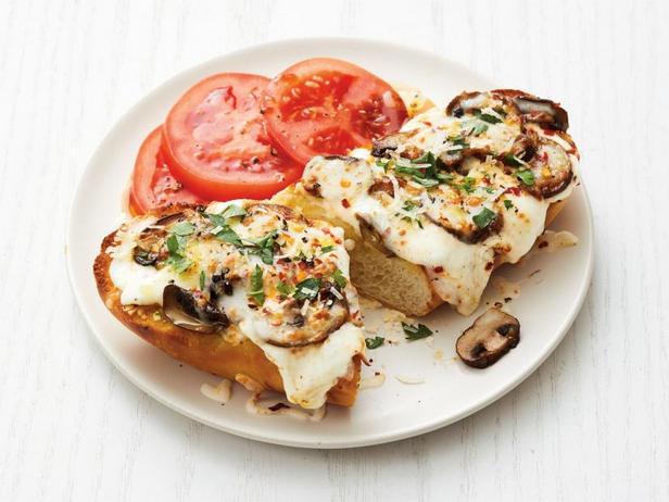 Фото Пицца «Три сыра» на французской булке