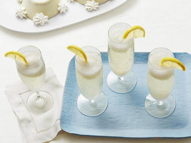 Фото Коктейль из просекко с лимонным сорбетом