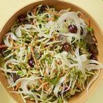 Капустный салат с брокколи, фенхелем и заправкой ранч