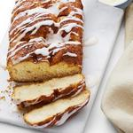 Сладкий хлеб с корицей и глазурью