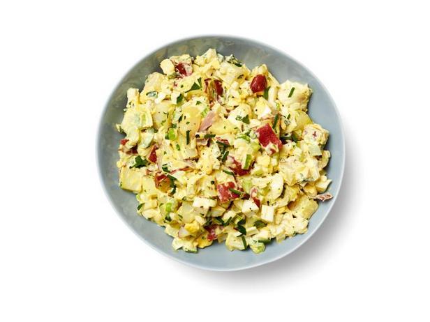 Фото Кремовый картофельный салат с яйцами