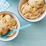 Домашнее мороженое с кусочками ириса и сгущёнкой