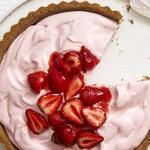 Сливочно-клубничный пирог без выпечки
