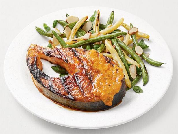 Фото Стейки лосося на гриле с летней фасолью