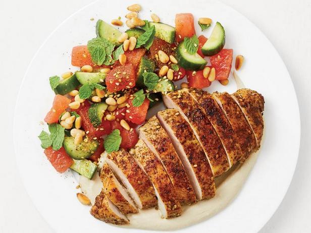 Фото Жареная курица в приправе заатар с арбузным салатом