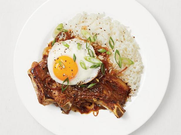 Фото Адобо из натуральных свиных котлет с чесночным рисом