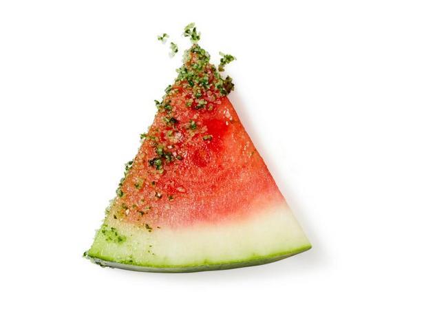 Фото Арбуз с вкусной солью и зеленью