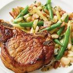 Натуральные свиные котлеты с тёплым салатом из трёх видов фасоли и шкварками