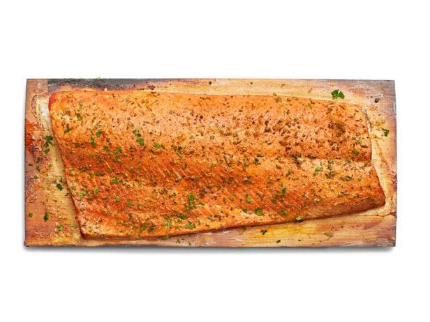Фото Копченый лосось на кедровой доске