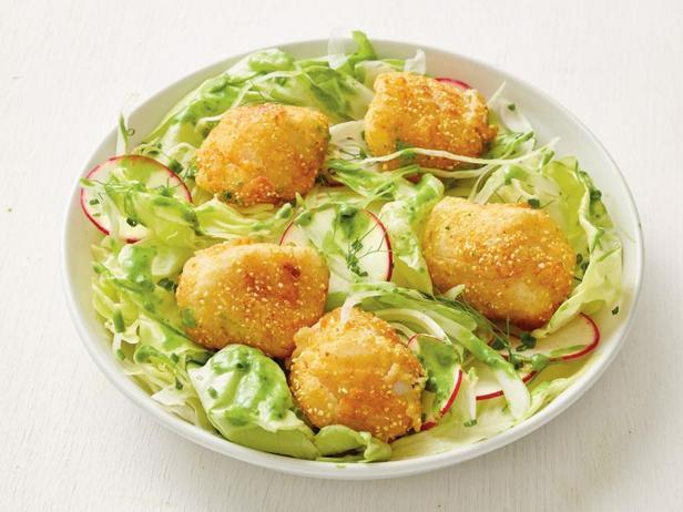 Фото Жареные морские гребешки с листовым салатом