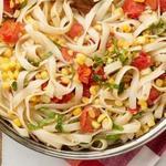 Паста тальятелле с кукурузой и помидорами черри