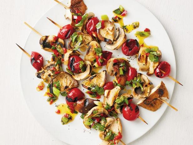 Фото Кебабы с грибами и соленьями