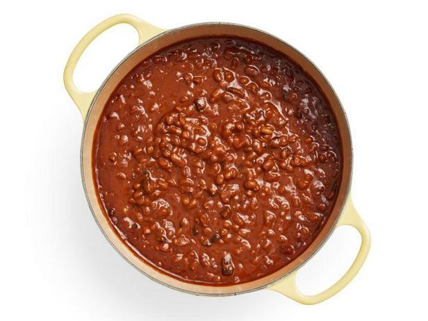 Фото Тушёная фасоль в томатном соусе с бурбоном