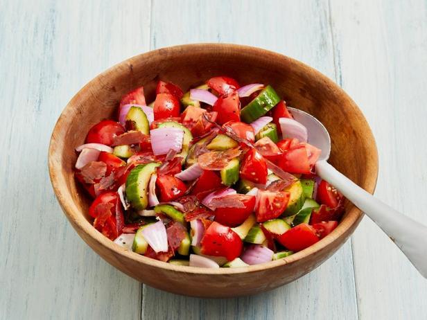Фото Салат из помидоров с хрустящей панчеттой
