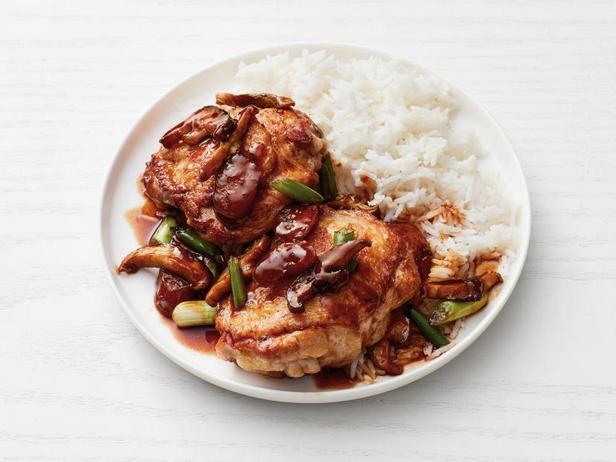 Фото Жареная курица с грибами и беконом по-китайски