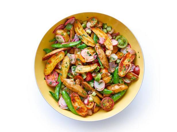 Фото Садовый салат с печёным картофелем фри