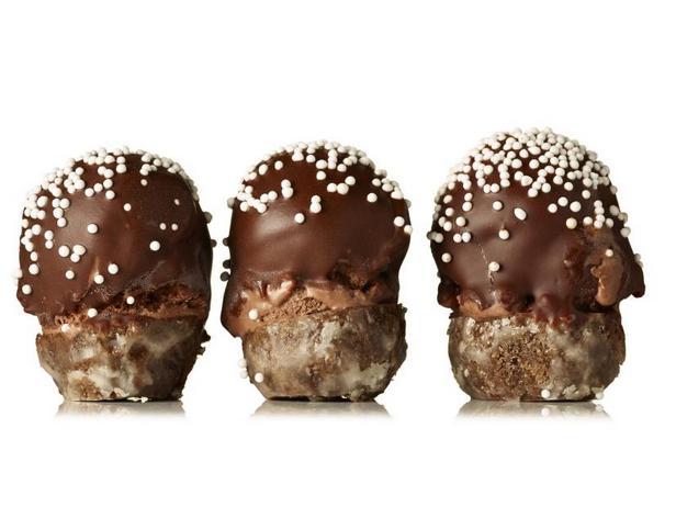 Фото Мороженое-сэндвич с пончиками «Тройной шоколад»