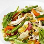 Салат из риса и шпината с курицей терияки
