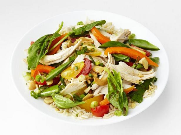 Фото Салат из риса и шпината с курицей терияки