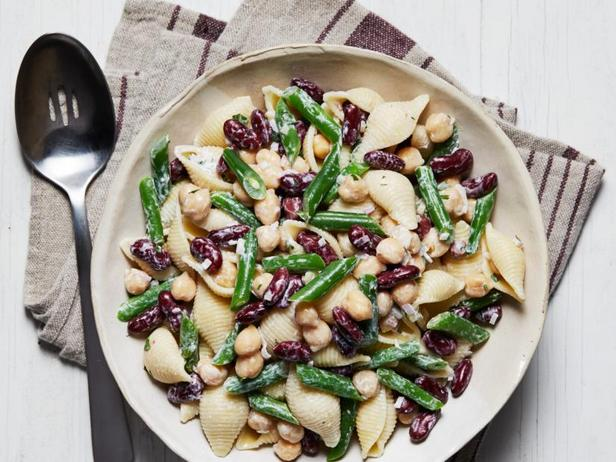 Фото Сливочный салат с макаронами и бобовыми