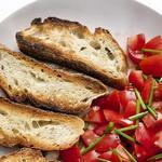Летние помидоры с хрустящим хлебом