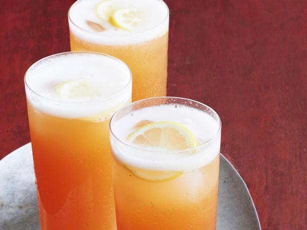 Фото Игристый персиковый коктейль