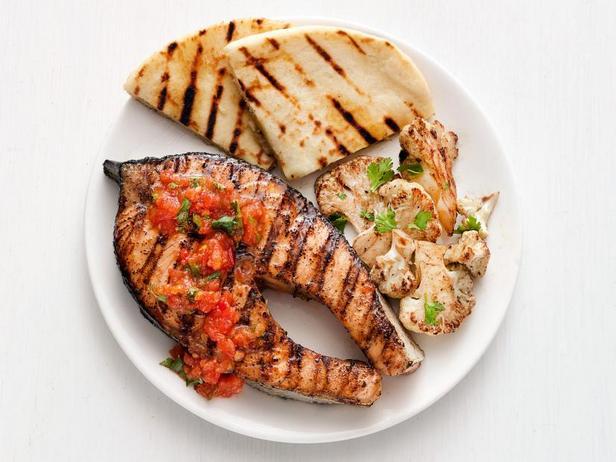 Фото Лосось на гриле с томатно-имбирным соусом