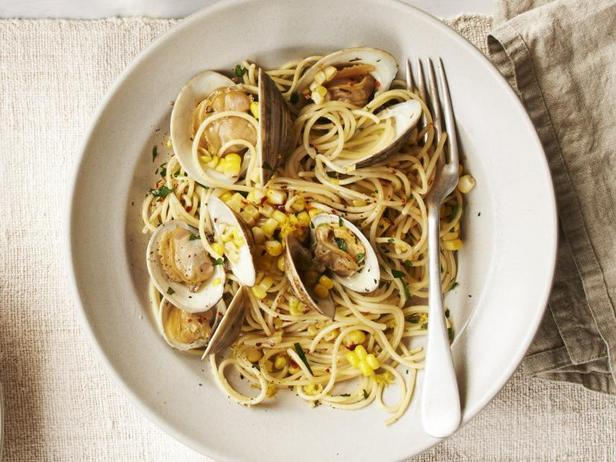 Фото Спагеттини с кукурузой и моллюсками