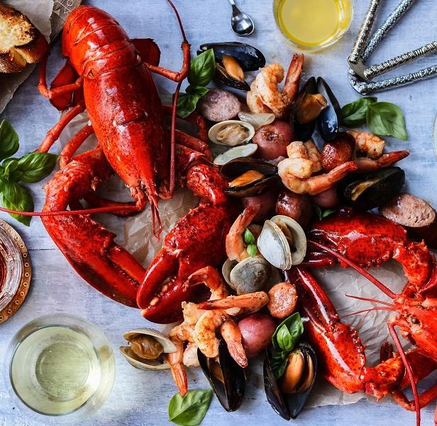Фото Кламбейк из омаров, картофеля и копчёностей